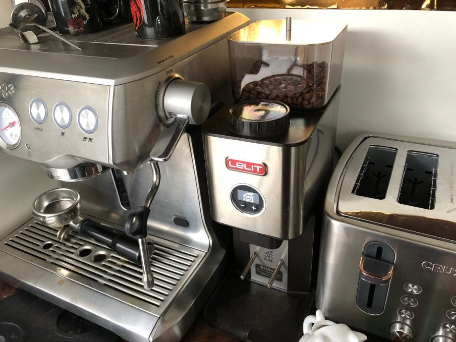 Adjust a coffee grinder hero
