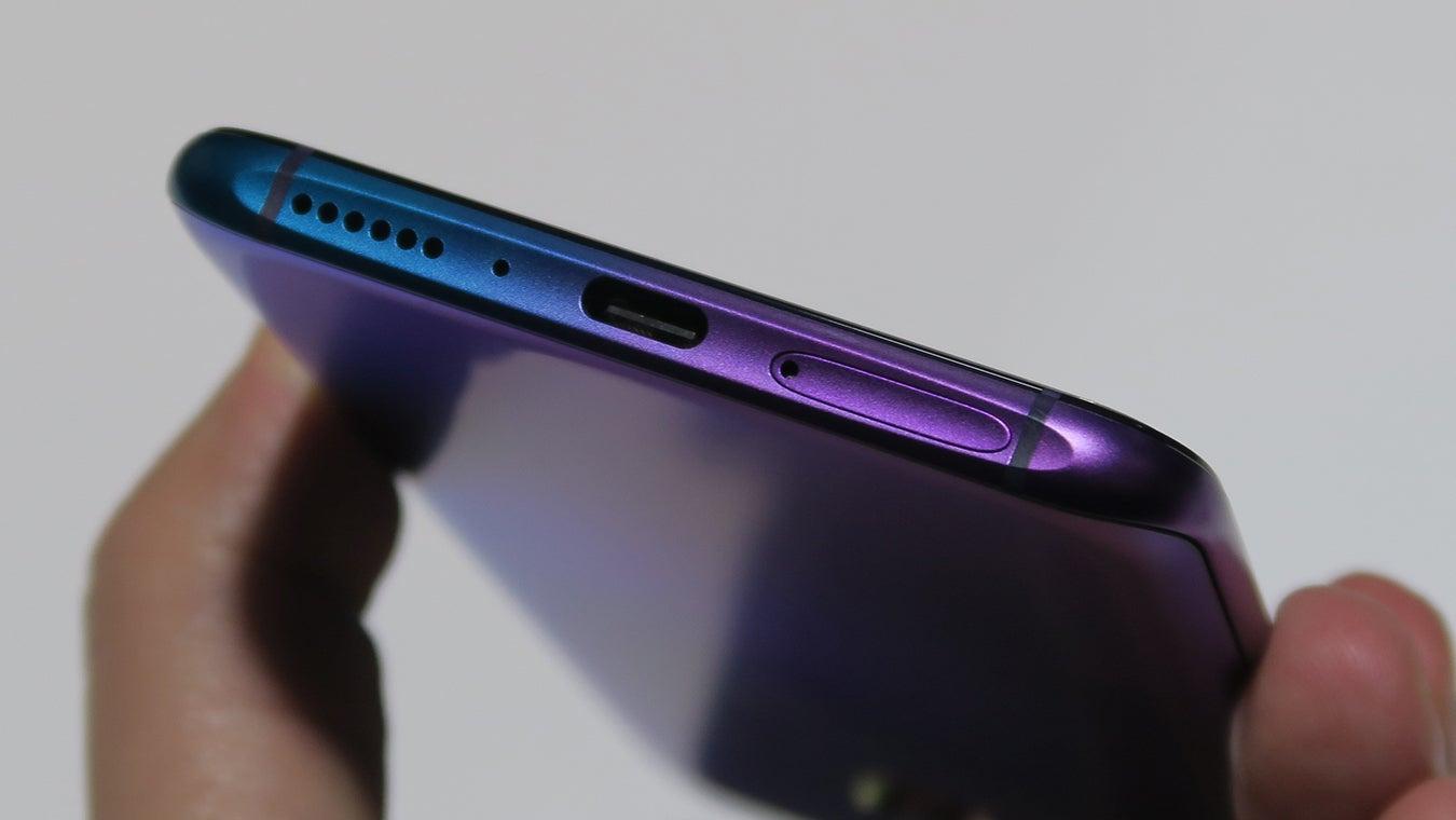 Oppo RX17 Pro hands on USB C paintjob