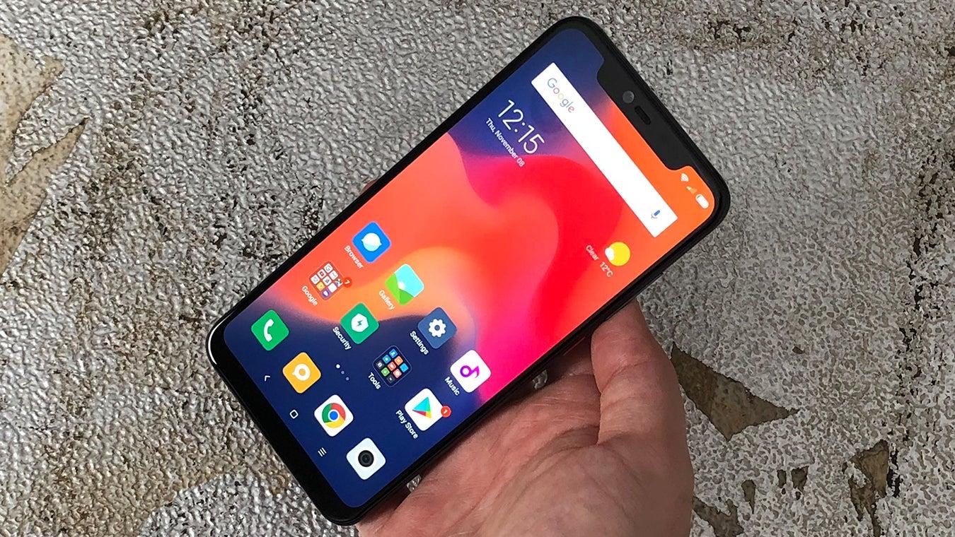 Xiaomi Mi 8 Pro review front handheld