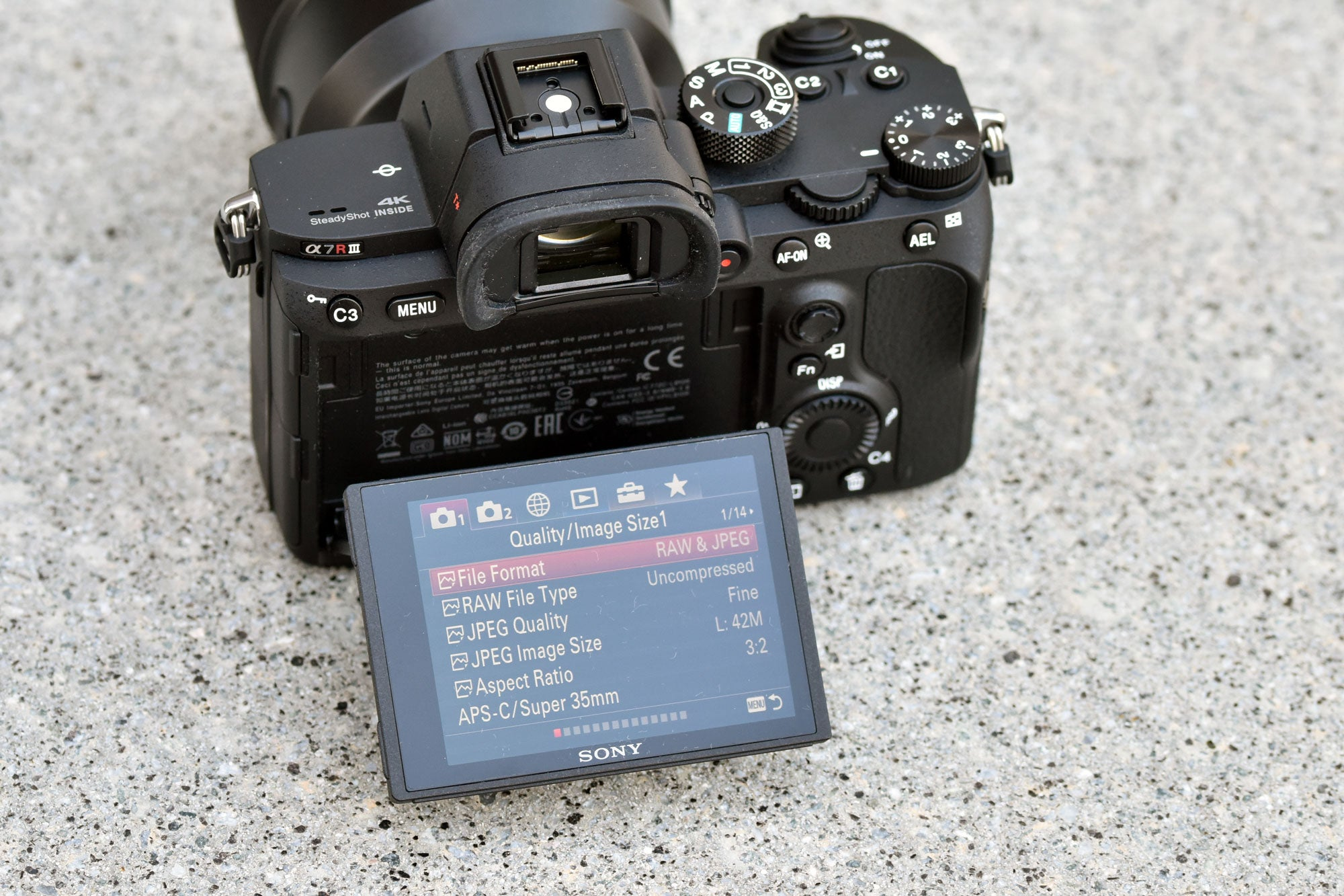 sony alpha 7r iii Viewfinder and Screen
