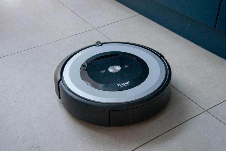 iRobot Roomba e5 hero