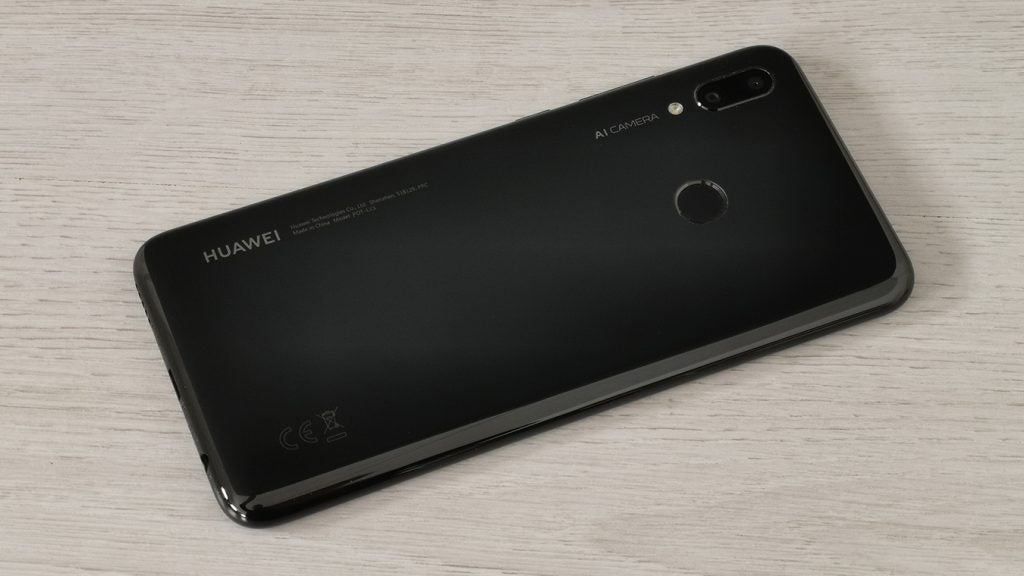 Huawei P Smart 2019 34 rear on table