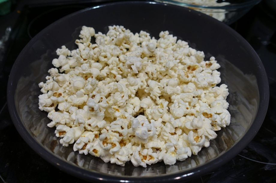 How to microwave popcorn