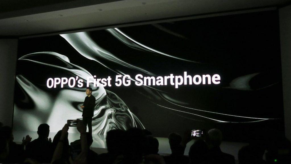Дразнить телефон Oppo 5G на MWC 2019