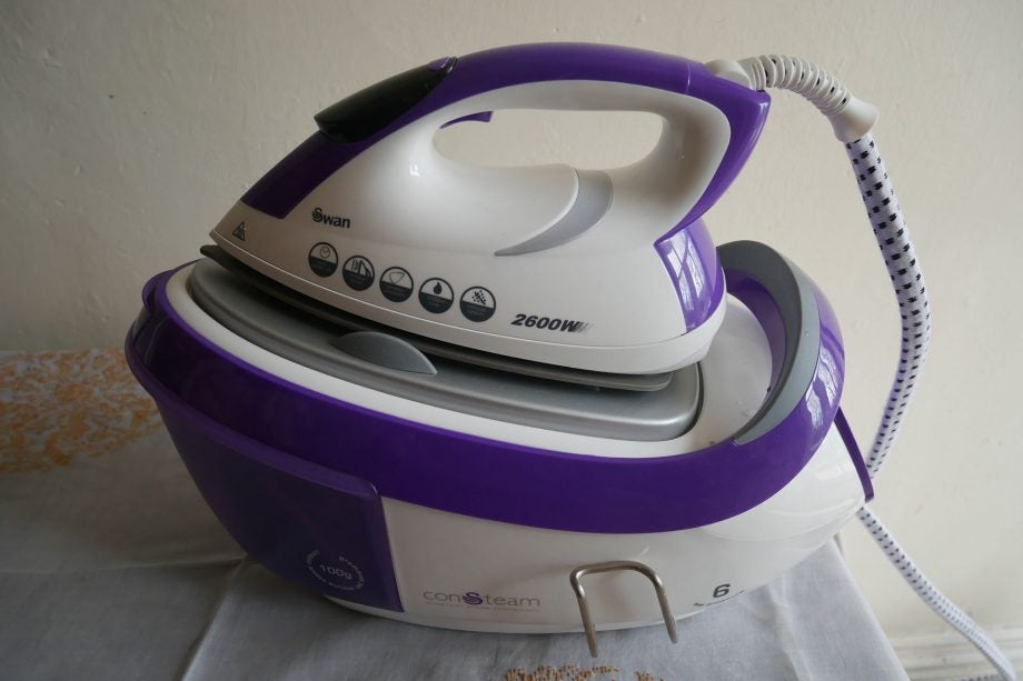 Swan 2600W Steam Station Iron SI14310N hero