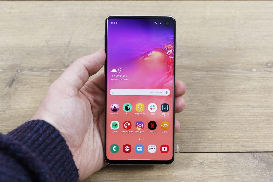 Galaxy S10 front handheld home screen