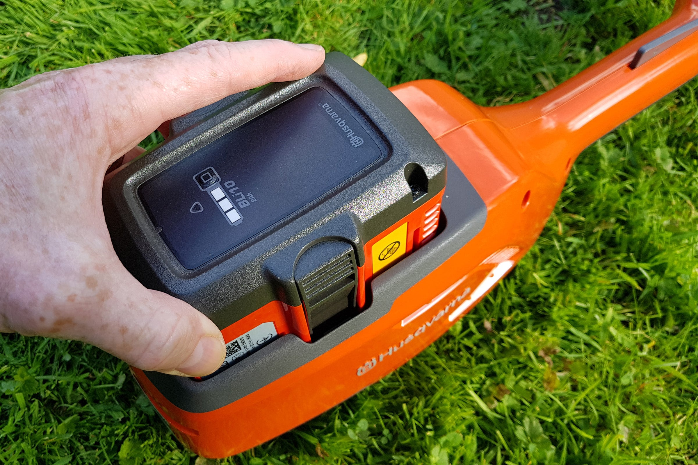 Husqvarna 115iL Cordless Grass Trimmer Review | Trusted Reviews