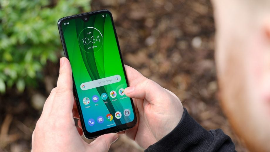 Moto G7 front handheld outdoor hero