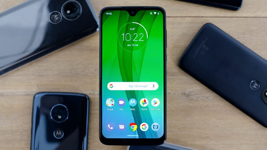 Moto G7 front top down