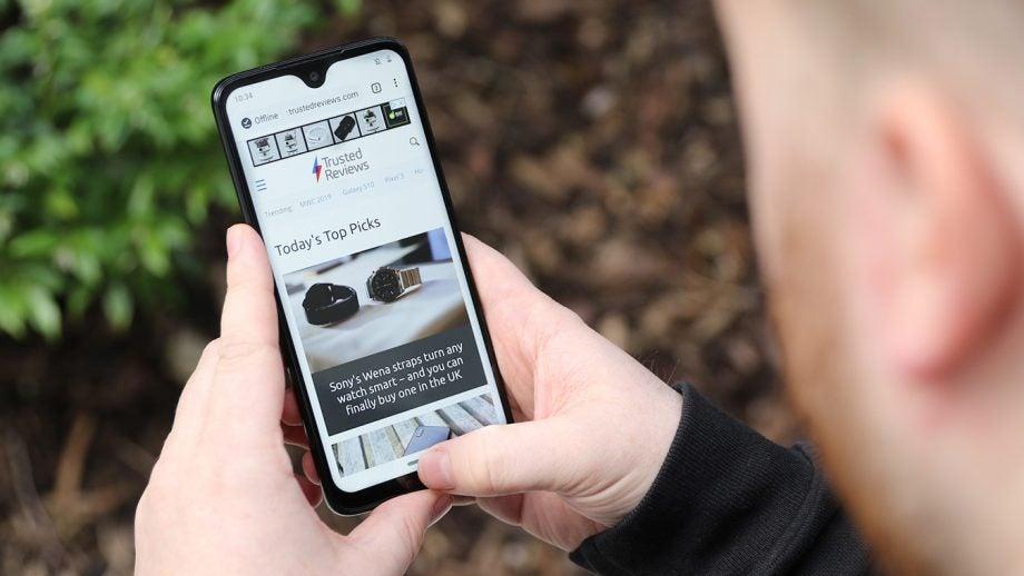 Moto G7 web browsing