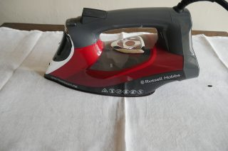 Russell Hobbs One Temperature Iron 25090 controls