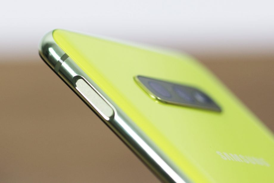 Samsung Galaxy S10e fingerprint sensor