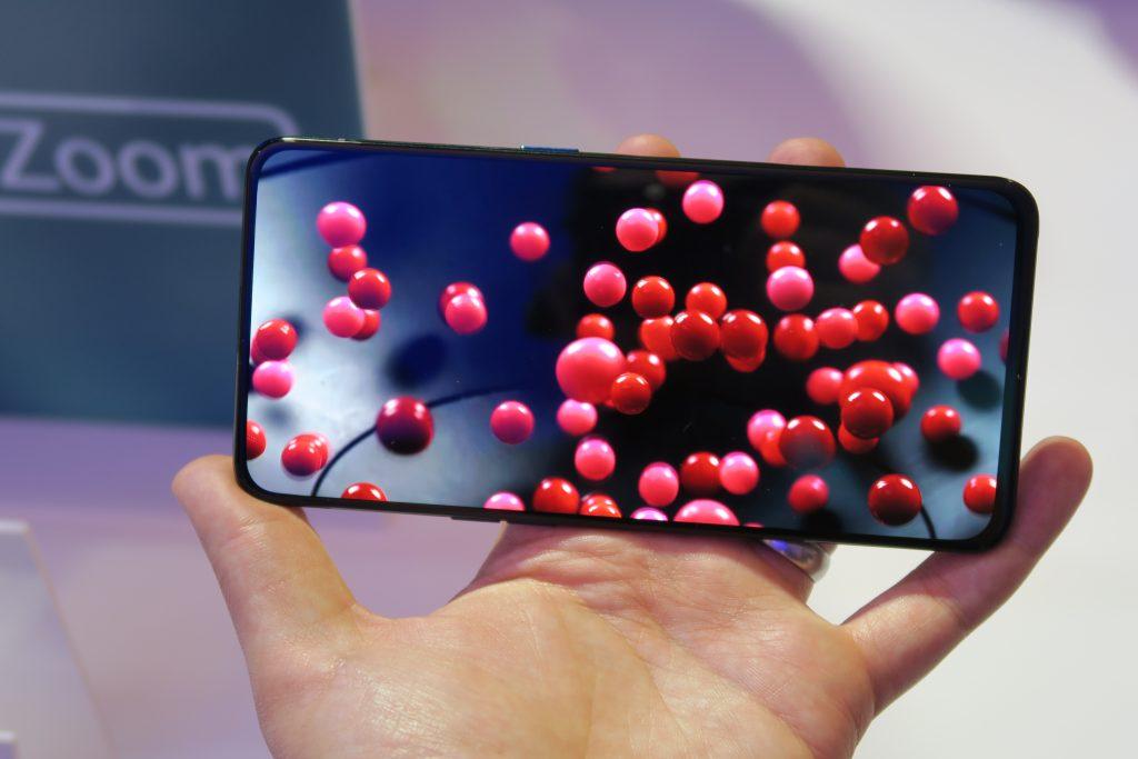 Oppo Reno 10x Zoom hands on handheld media playback