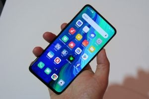 Oppo Reno hands on handheld front angled