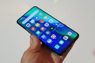 Oppo Reno hands on handheld front angled perspective