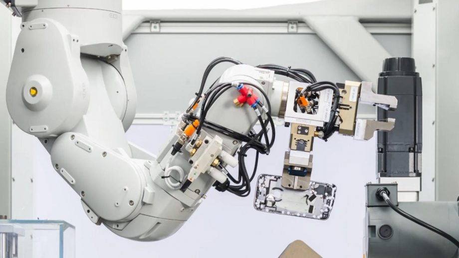 Forget Tim Cook, Apple's recycling Daisy robot deserves employee of the year