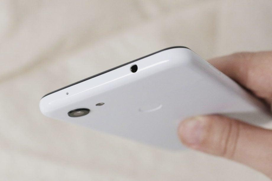 Google Pixel 3a XL headphone jack macro