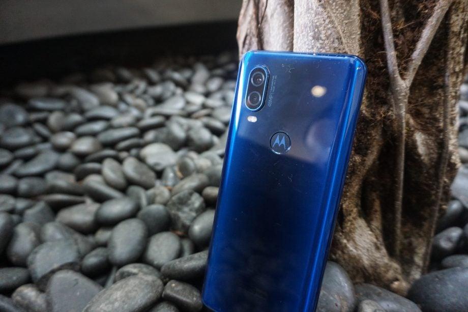 Motorola One Vision back 3