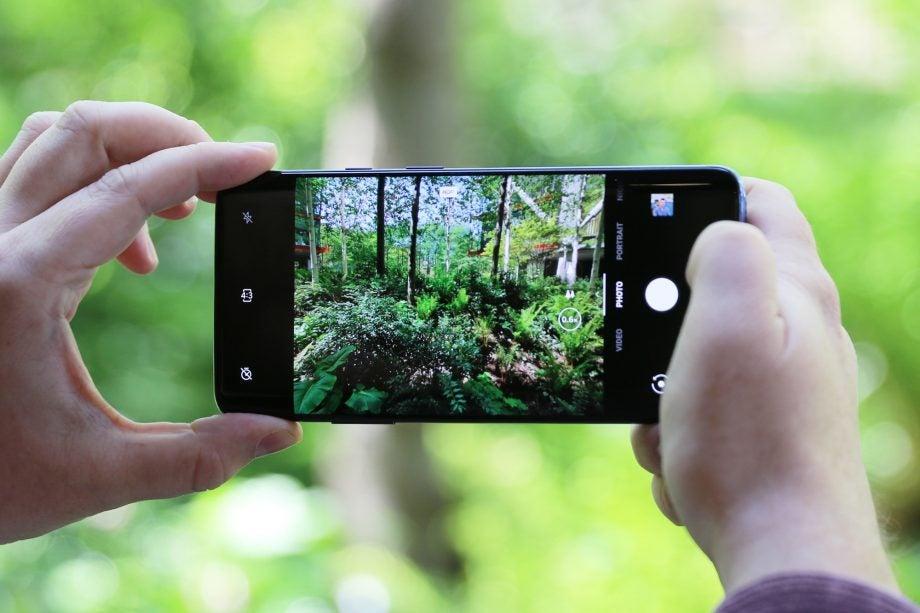 OnePlus 7 Pro handheld camera viewfinder