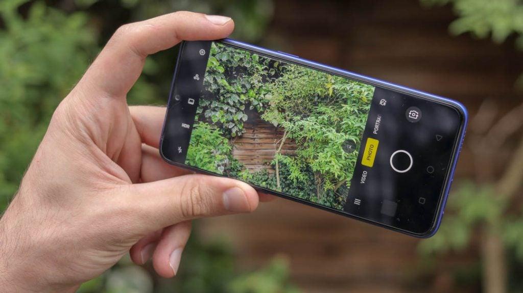 Realme 3 Pro camera UI handheld