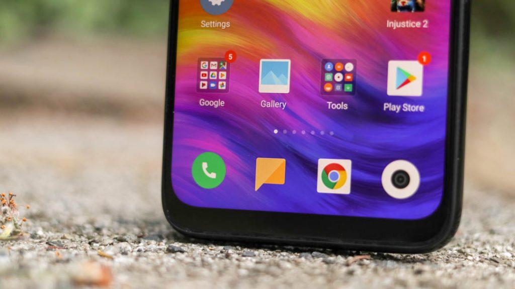 Xiaomi Redmi Note 7 front UI closeup angled upright