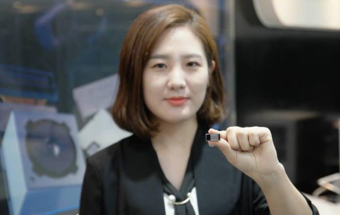 Samsung Electro-Mechanics 5x optical zoom camera module in hand by Samsung staff