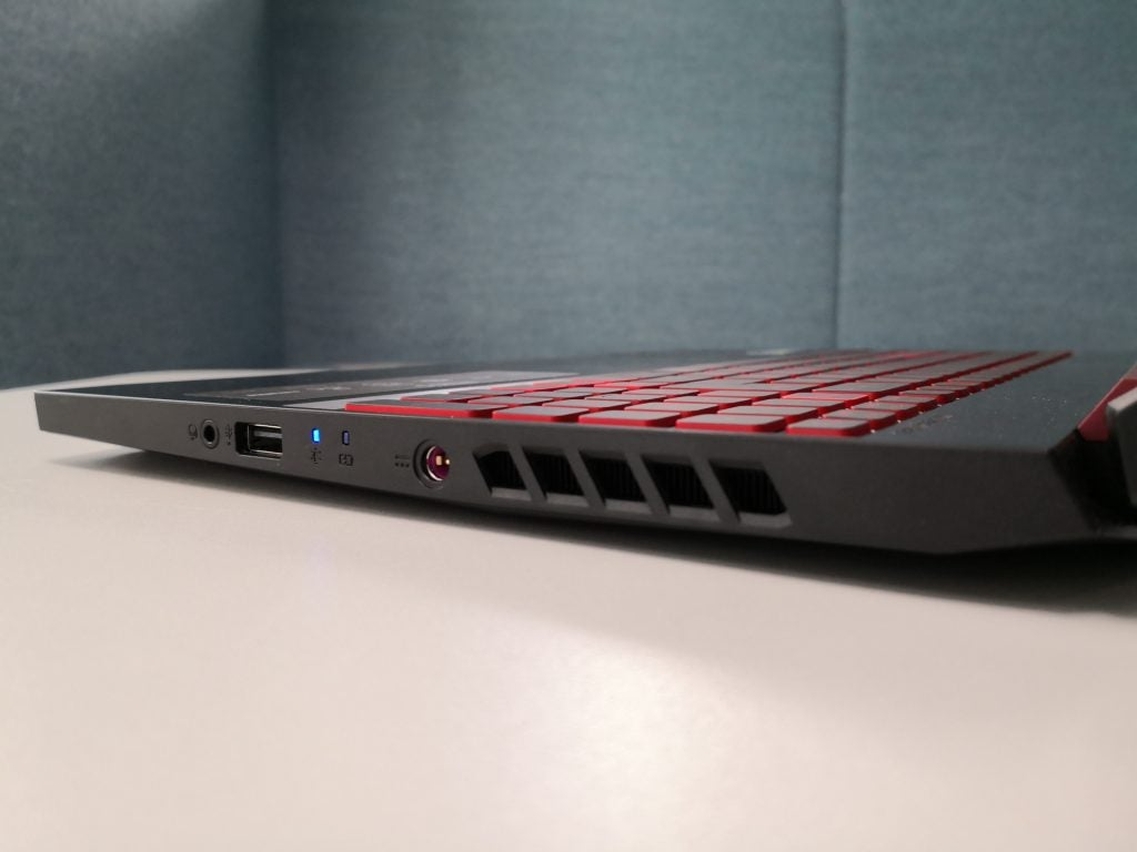 Acer Nitro 5 (AN515-54) review - right hand side ports