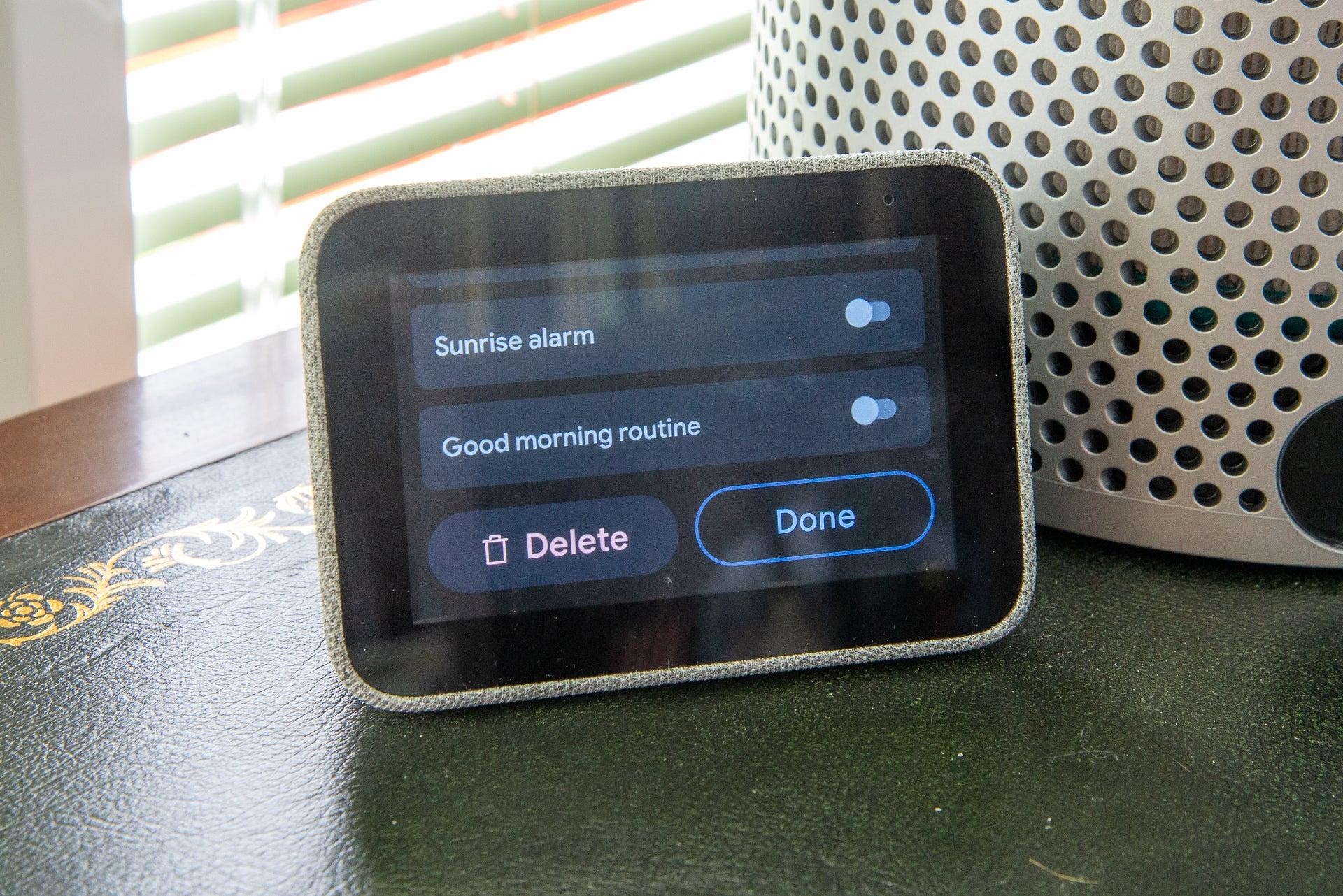 Lenovo Smart Clock alarm options