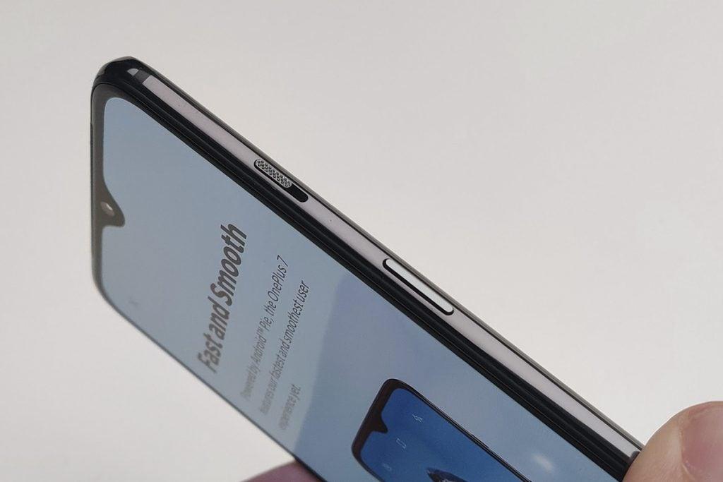 Макрос переключателя оповещений OnePlus 7 под углом