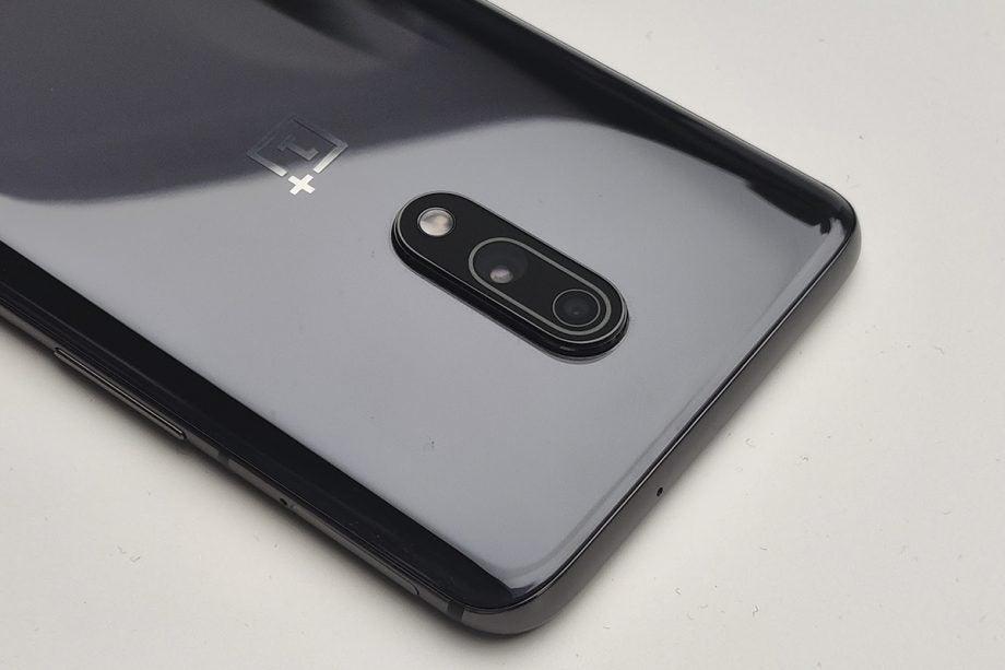 OnePlus 7 camera macro angled on table