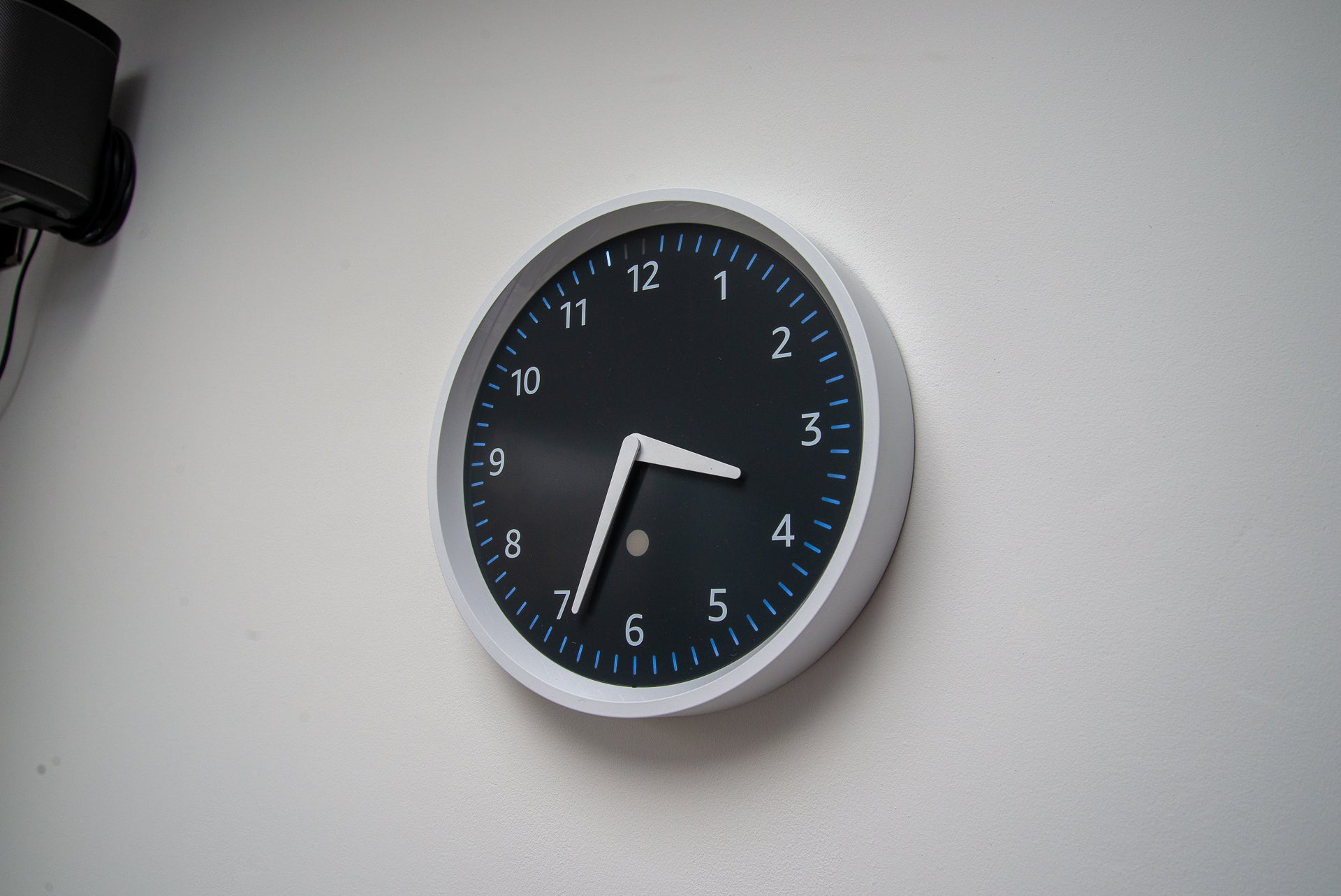 Amazon Echo wall clock counts down 60 seconds