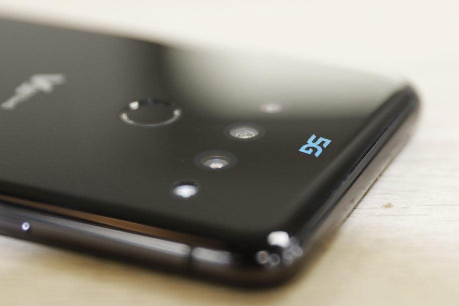 LG-V50-top-down-angled-5G-logo-closeup-920x613.jpg