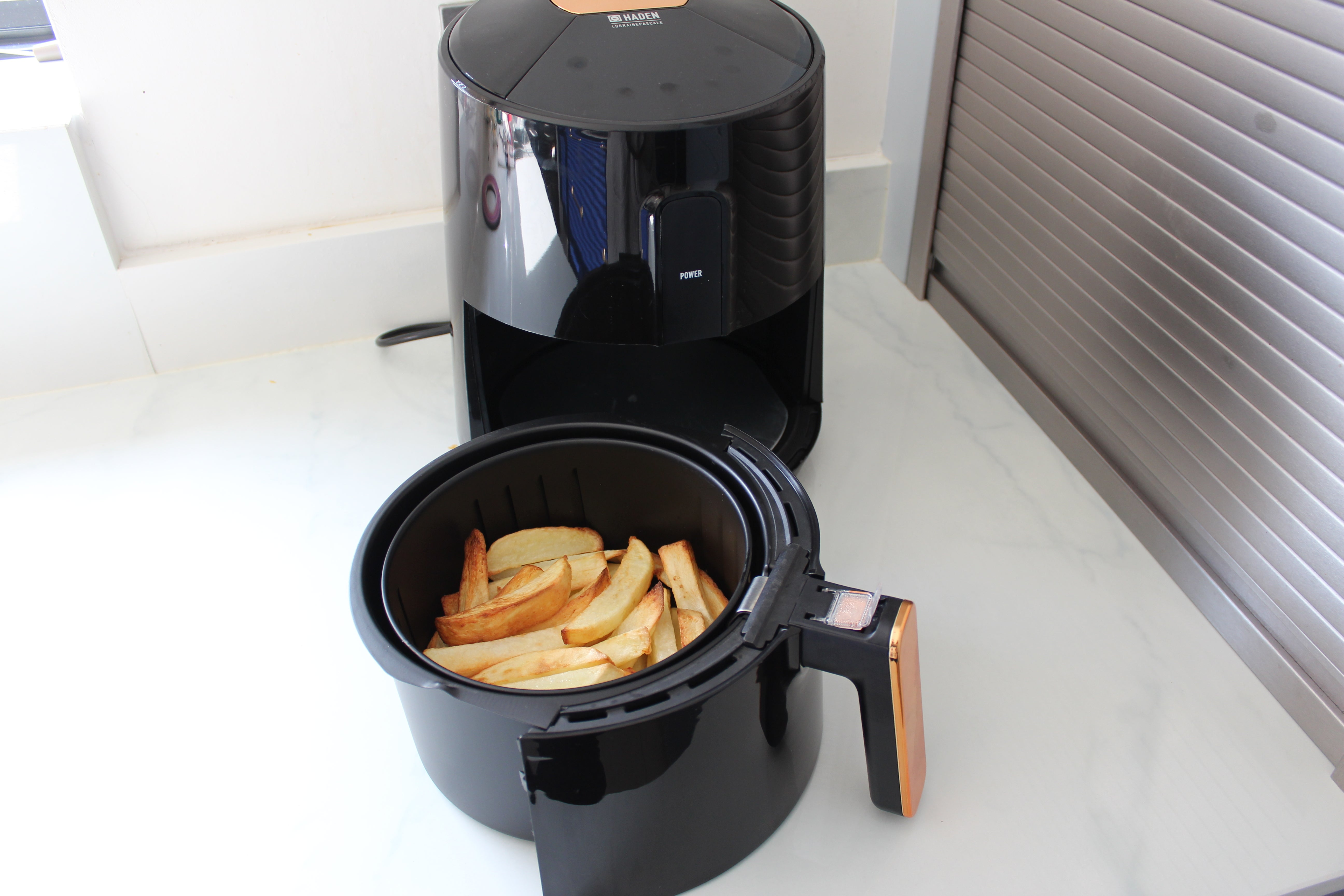 Haden Lorraine Pascale 3.6-litre Black & Copper Digital Air Fryer chips
