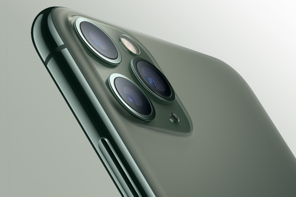 """Apple making own antenna for 5G iPhones because it's """"getting screwed"""" by Qualcomm"""