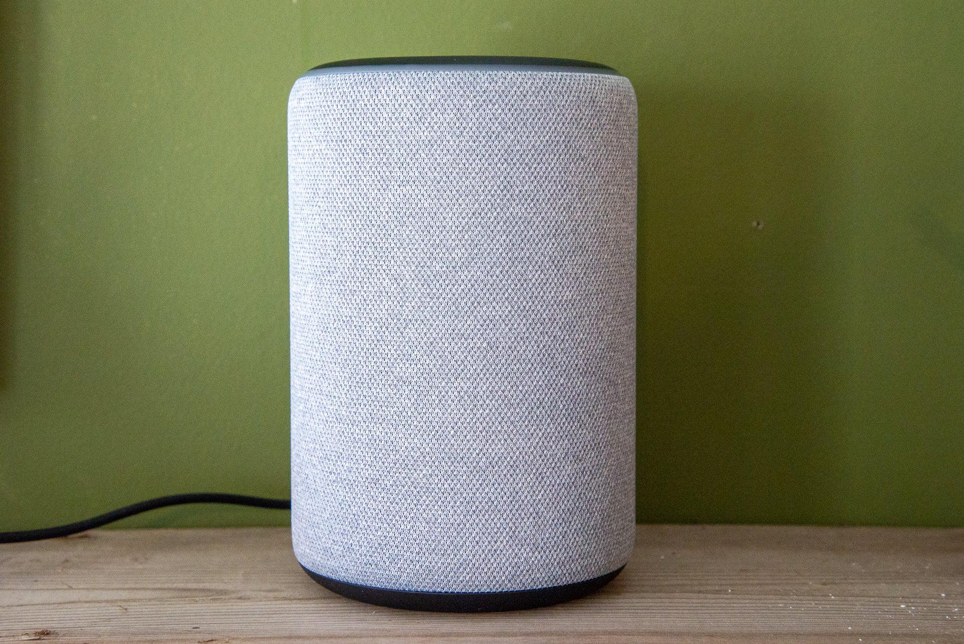 Amazon Echo 3-го поколения крупным планом