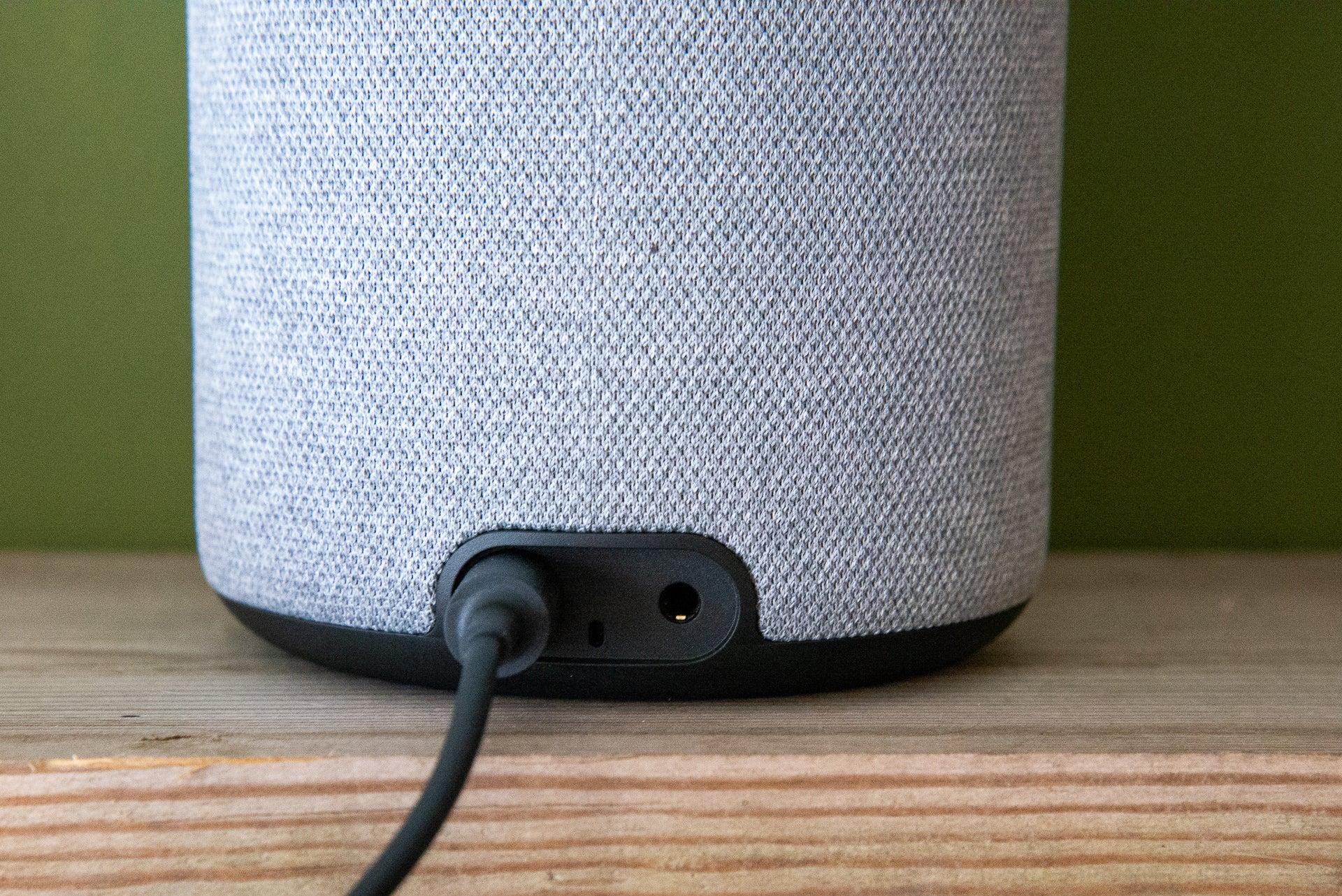 Amazon Echo 3-го поколения сзади