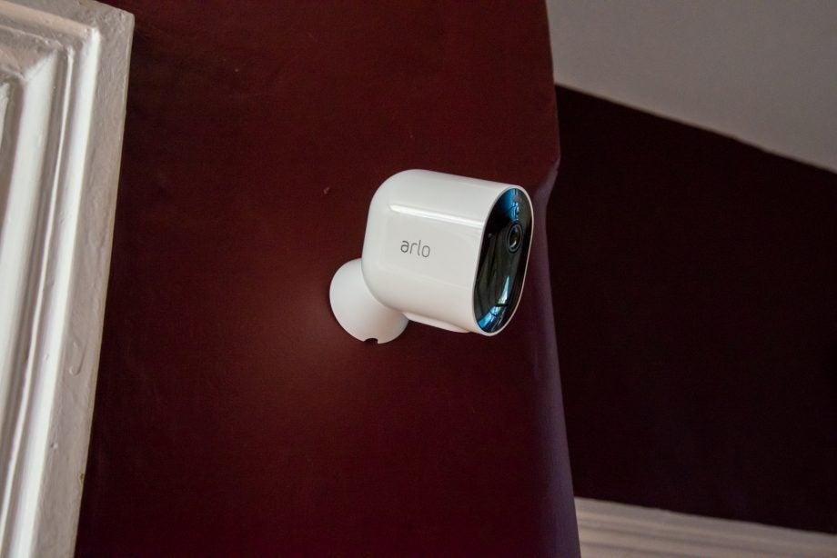 Arlo Pro 3 mounted on magnetic mount
