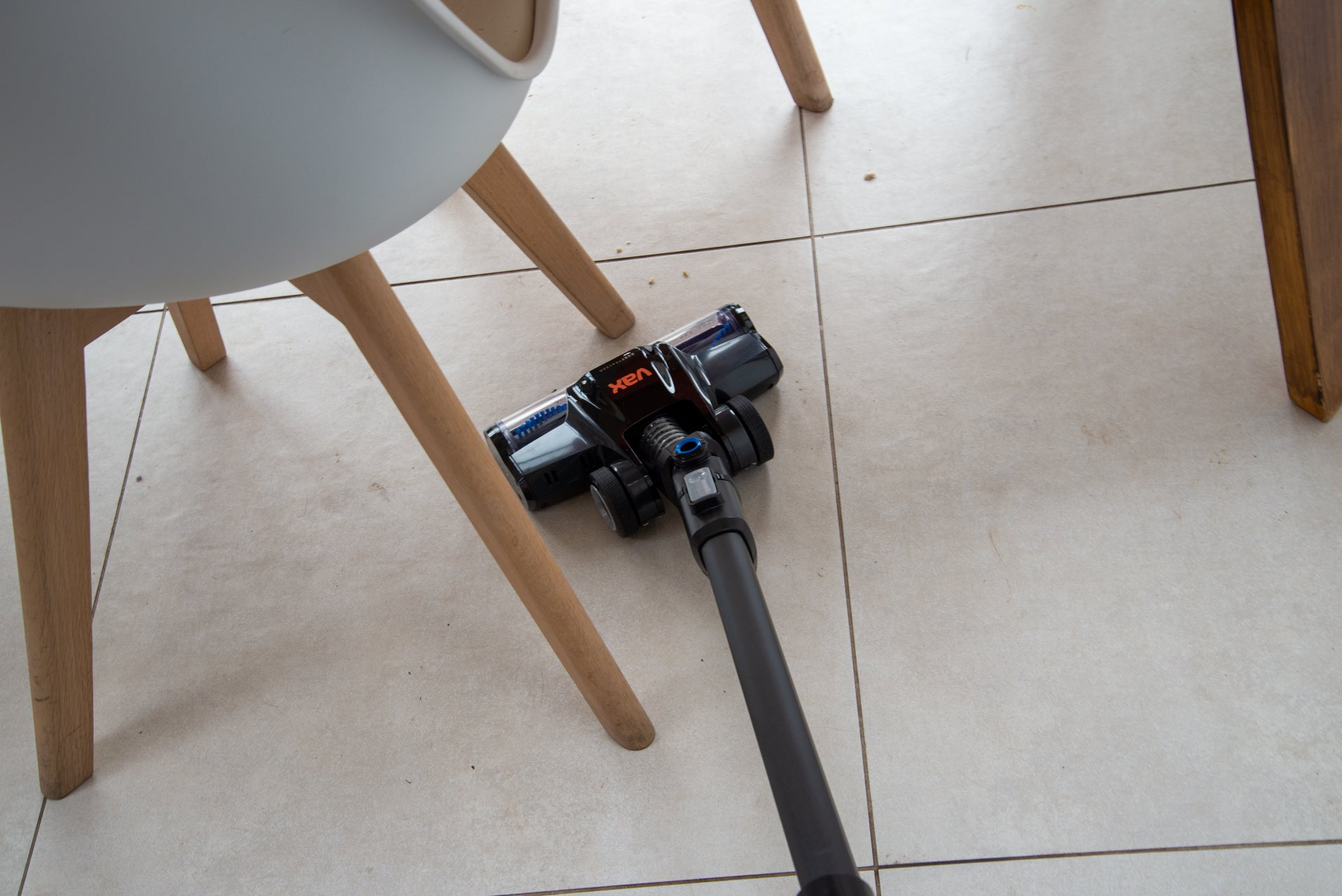 Vax ONEPWR Blade 4 cleaning furniture