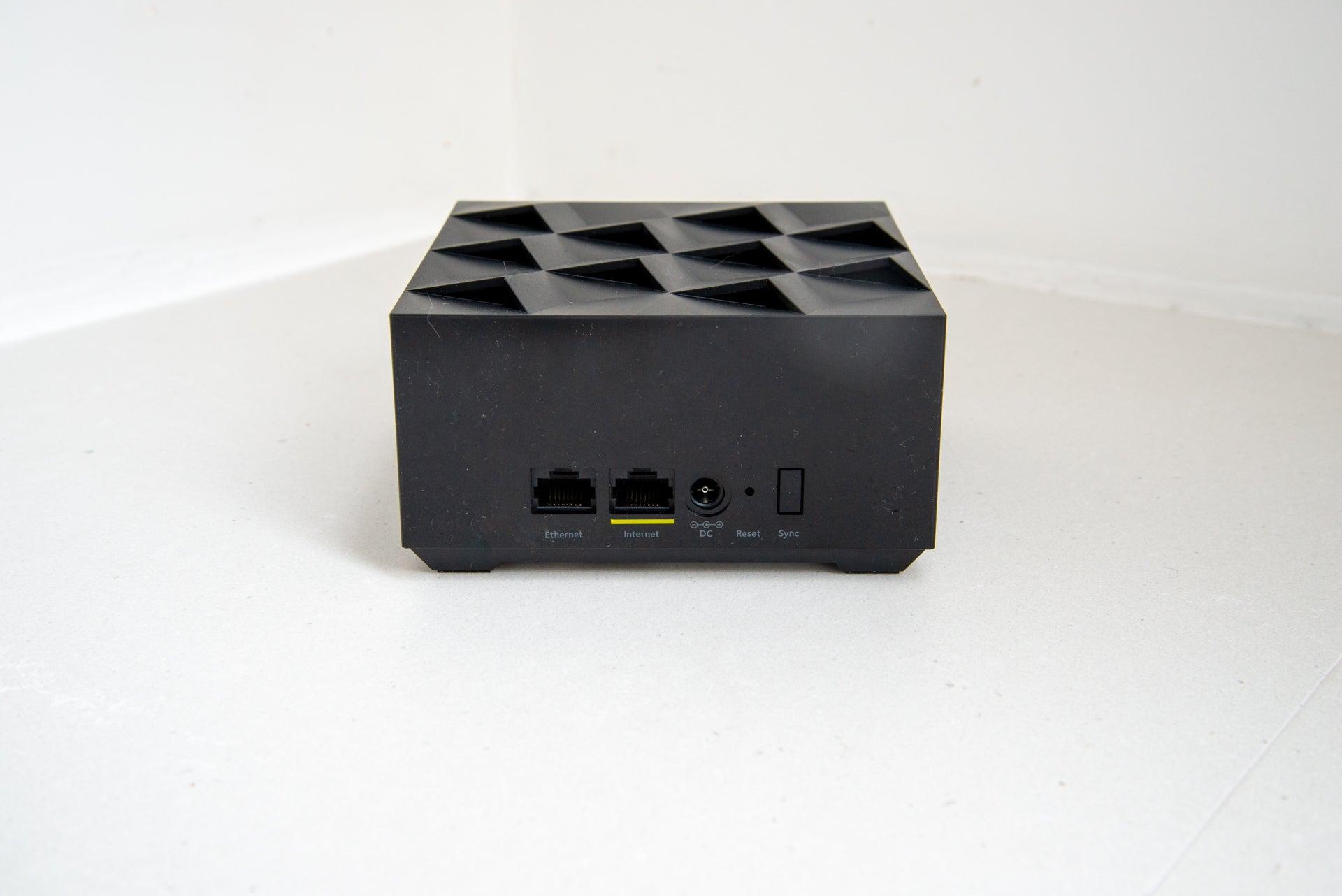 Netgear Nighthawk Mesh WiFi 6 System router rear