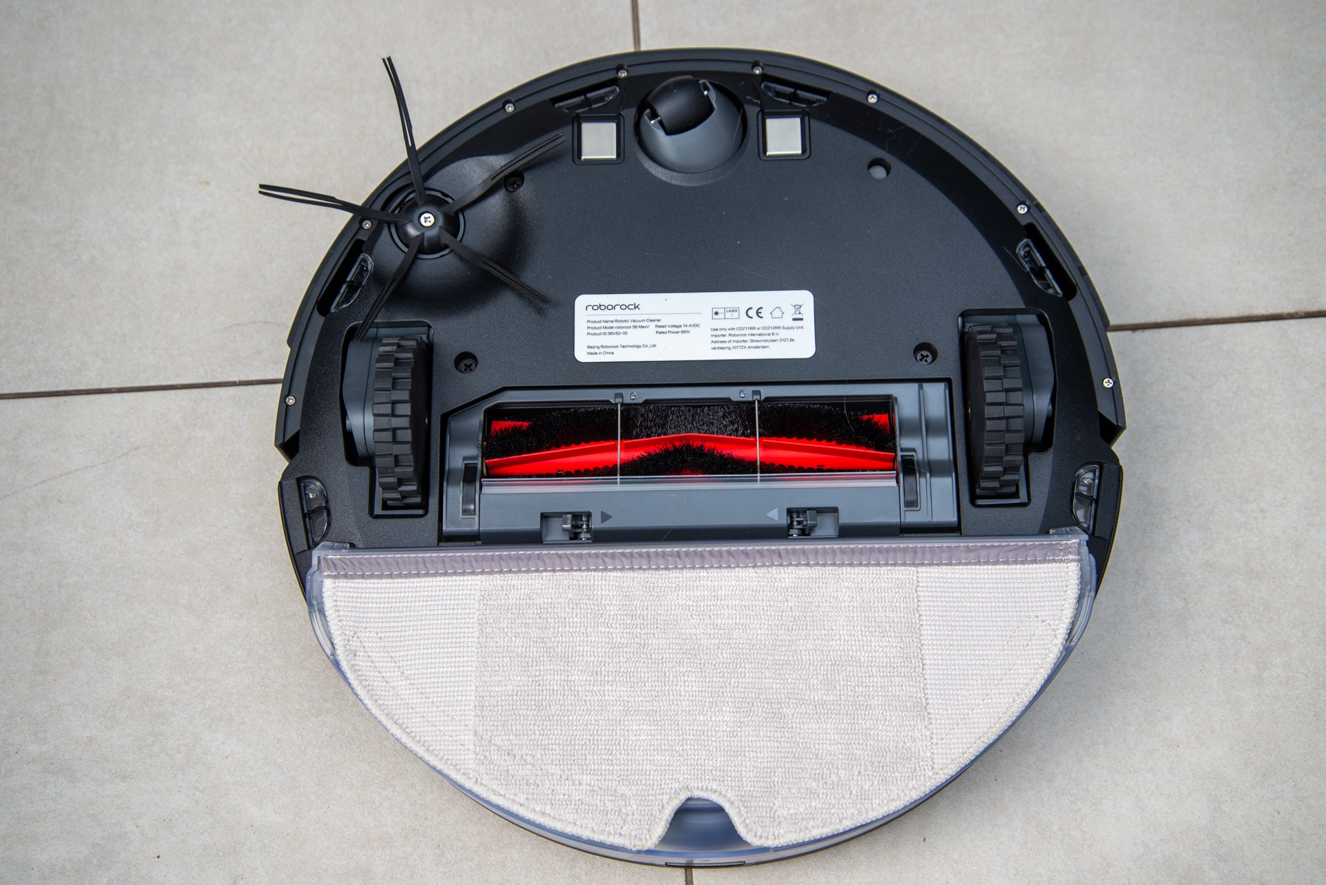Roborock S6 MaxV underneath