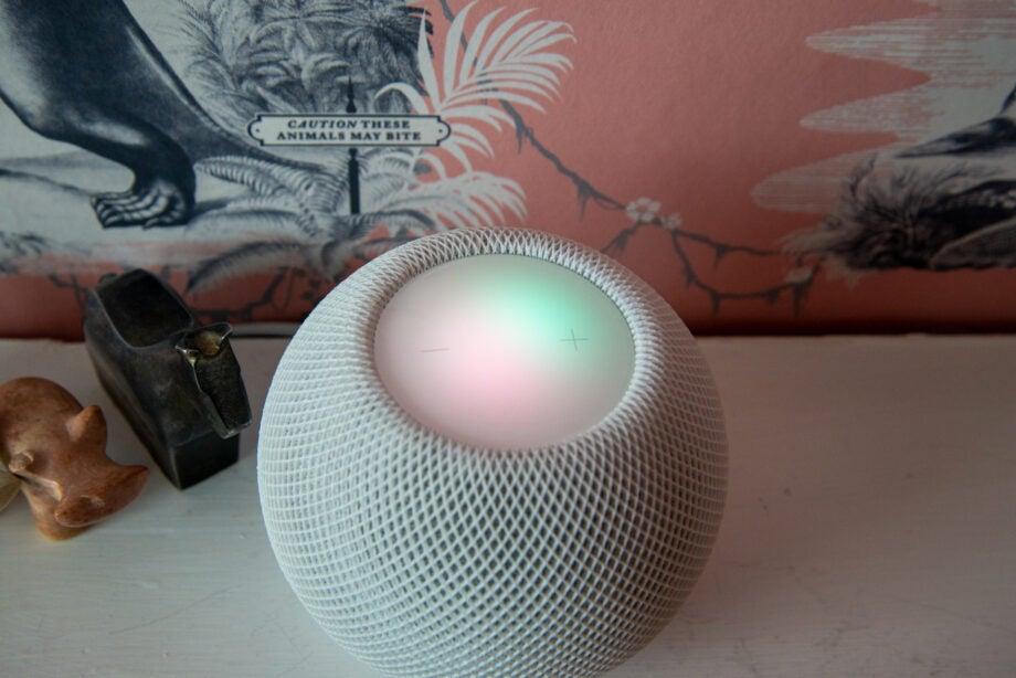 Apple HomePod Mini Siri on