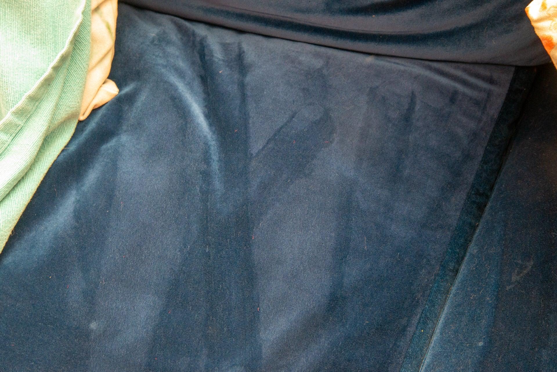 Hoover H-Handy 700 clean sofa