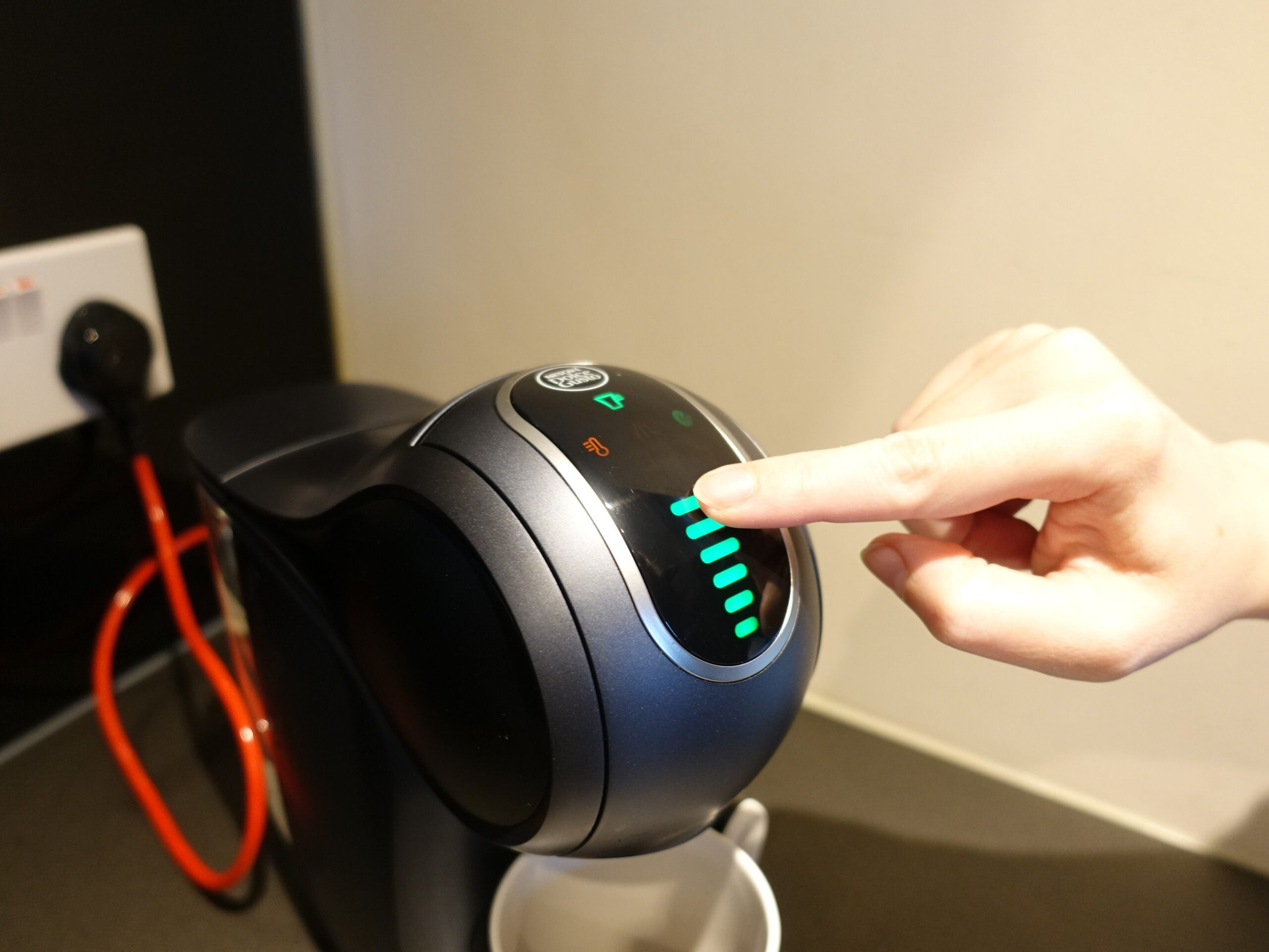 De'Longhi Nescafé Dolce Gusto Genio S Touch controls