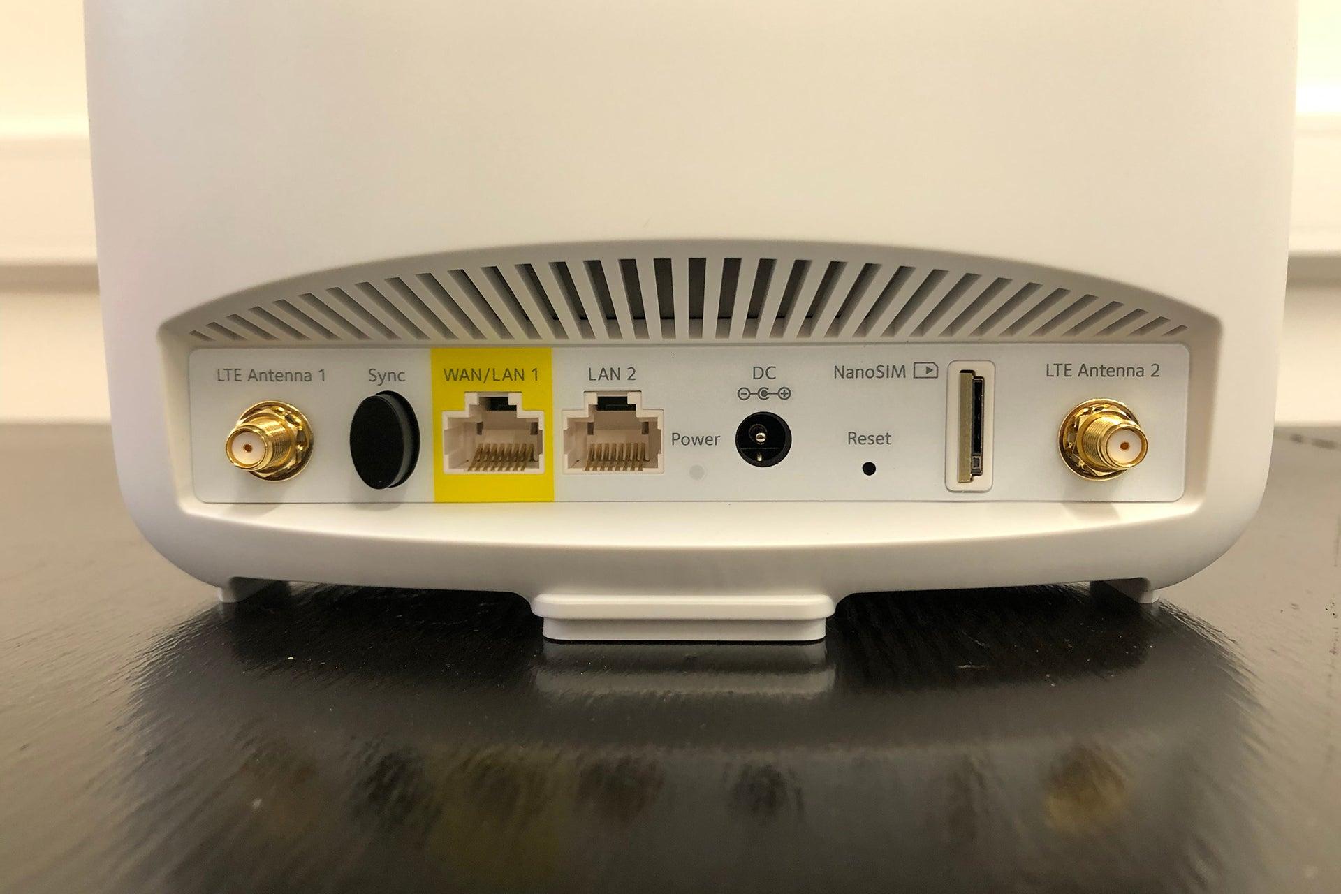 Netgear Orbi 4G LTE (LBR20) rear