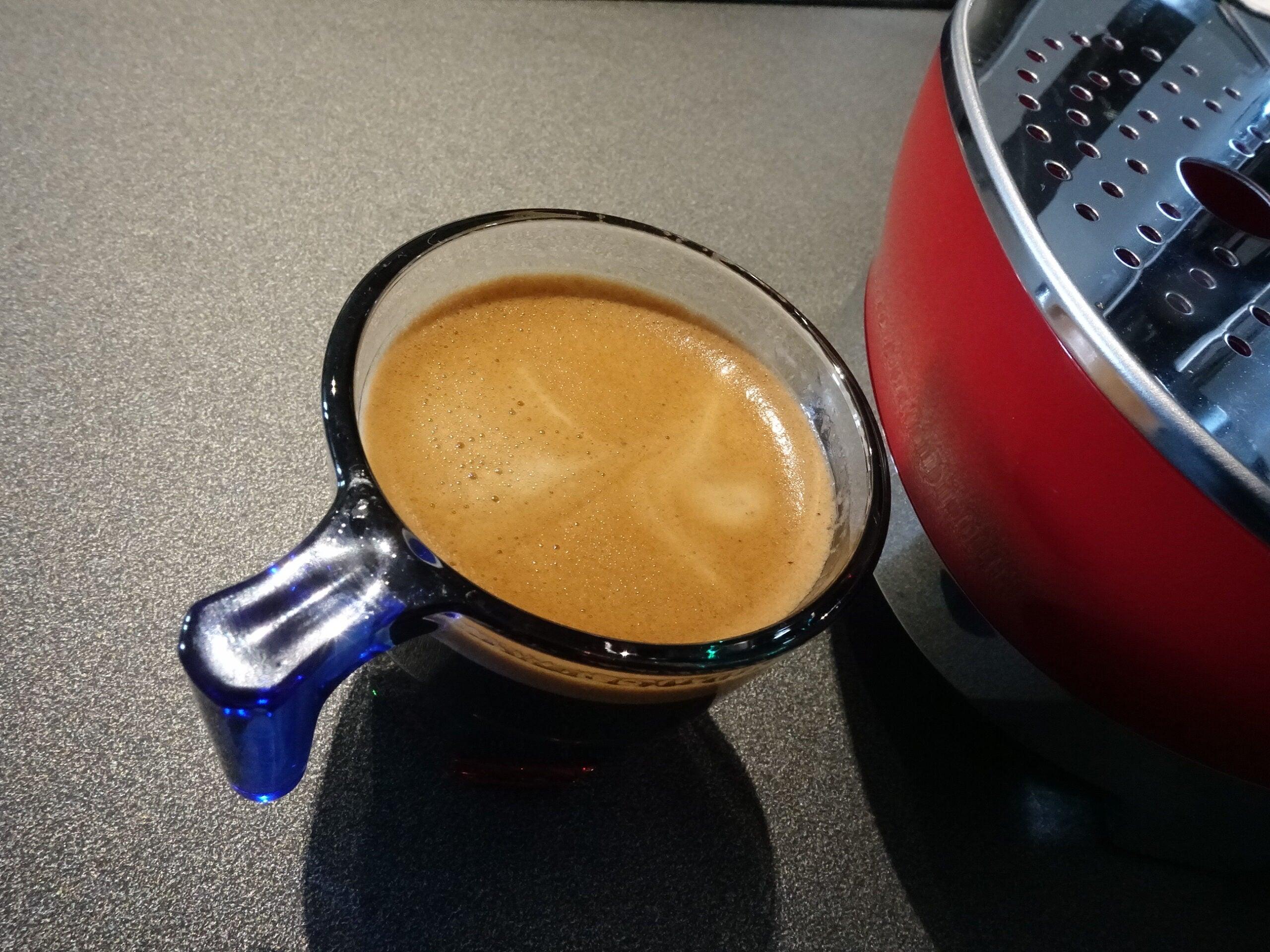 Lavazza A Modo Mio Smeg espresso shot