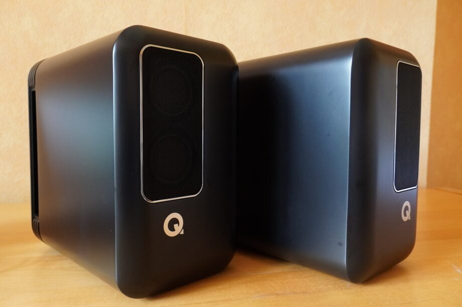 Q Active 200 side by side
