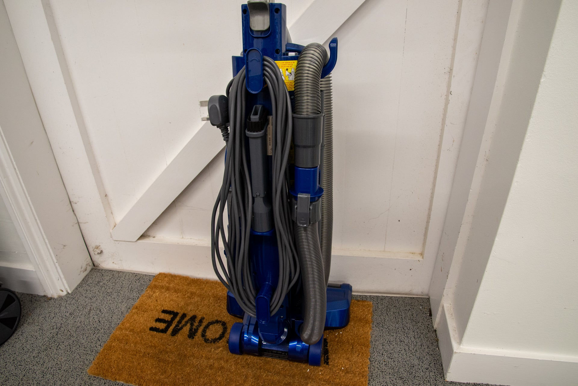 Hoover H-Upright 500 Plus rear with storage