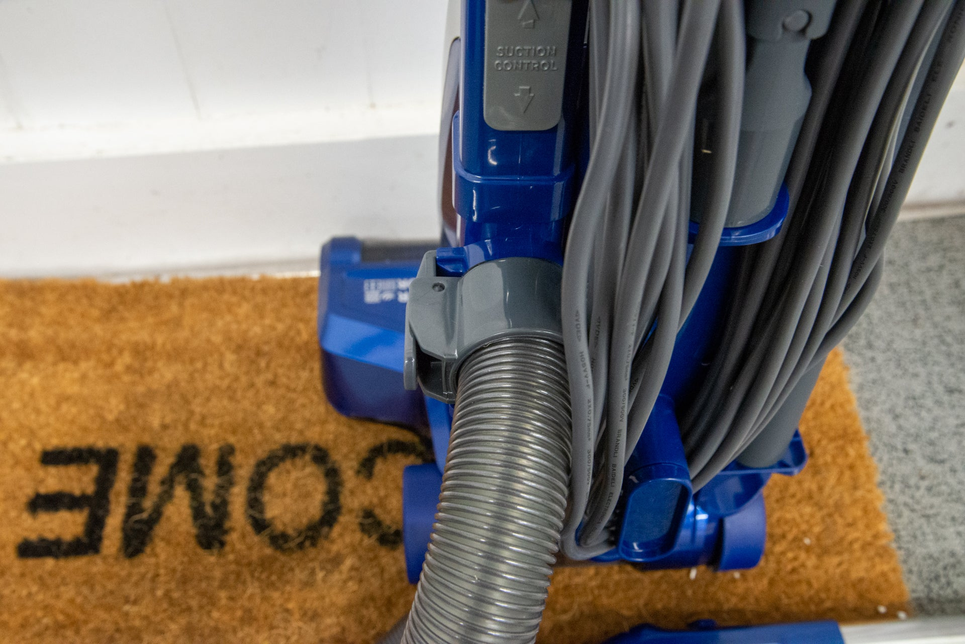 Hoover H-Upright 500 Plus hose connection