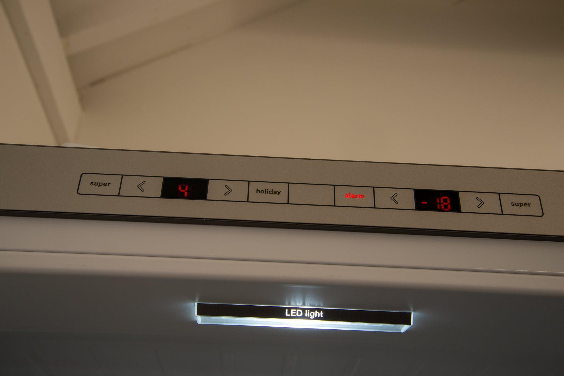 Bosch Serie 6 KGE49AICAG controls