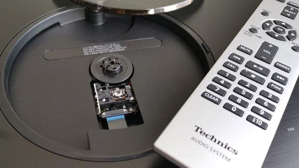 Open CD tray of Technics Ottava SC-C70Mk2